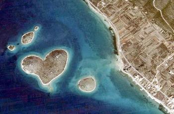 【ハート型地形07】クロアチアのハート型の島1[1].jpg