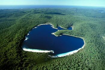 【ハート型地形09】オーストラリアのハート型の湖1].jpg