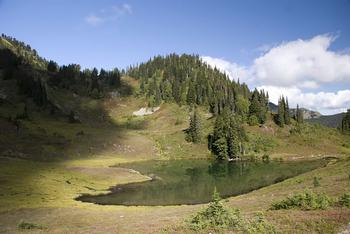 【ハート型地形27】ワシントン州オリンピック国立公園にあるハート型の湖[1].jpg