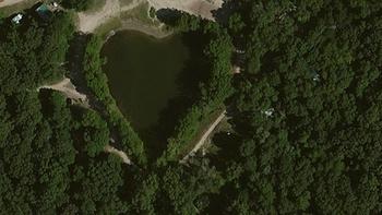 【ハート型地形46】インディアナ州のレイク・ビレッジにある池[1].jpg