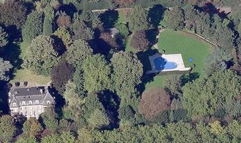 【ハート型地形52】ブリュッセル付近にある邸宅のプール4[1].jpg